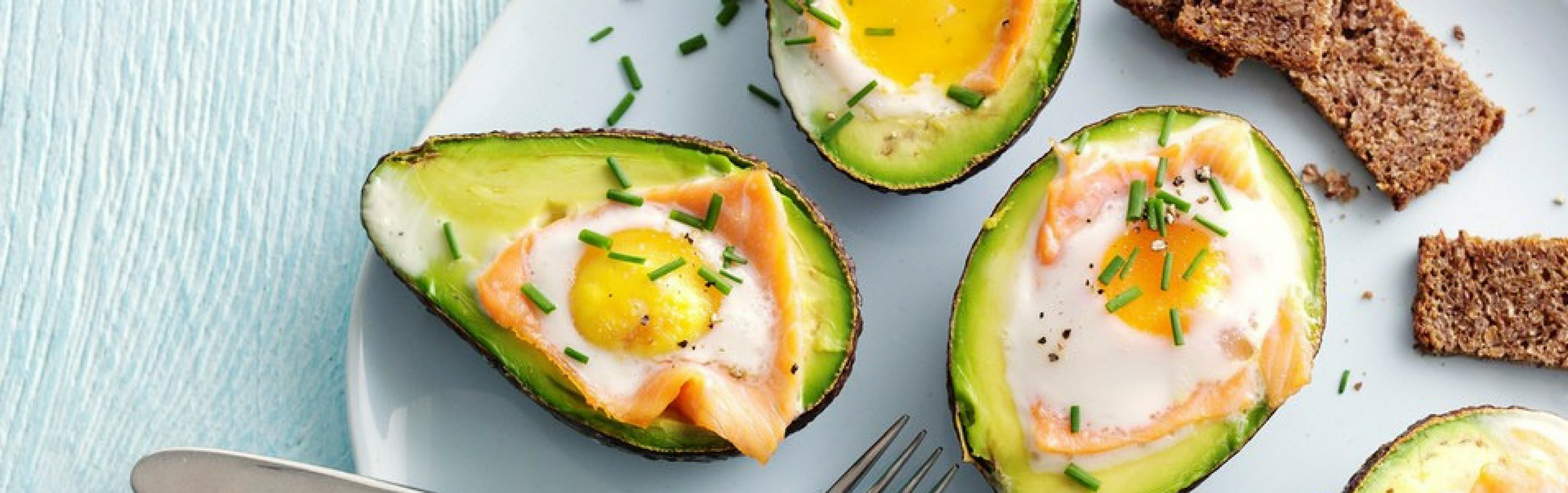 Baked avocado with smoked salmon & egg