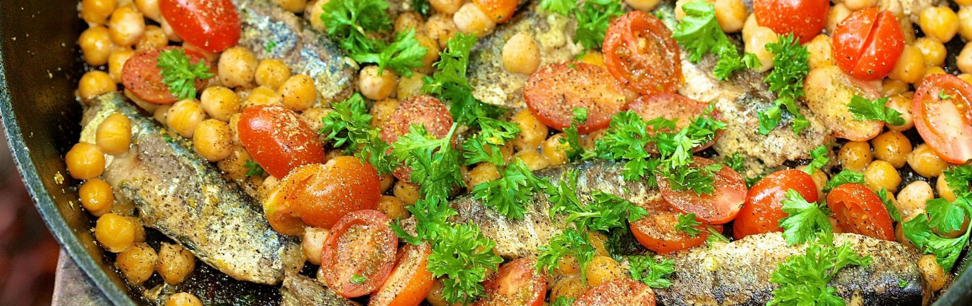 Sardines with chickpeas, lemon & parsley